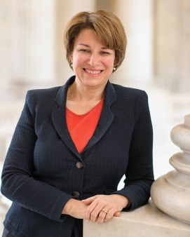 Amy_Klobuchar,_official_portrait,_113th_Congress